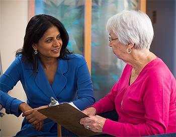 Dr. Sapna Syngal, Director of the Gastrointestinal Cancer Genetics and Prevention Program, consults with a patient regarding her pancreatic cancer risk.