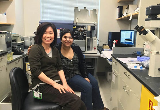 Senior Scientist Hye-Jung Kim, PhD (Cantor Lab) discusses the finer points of cell sorting with Research Fellow Zohreh Amoozgar, PhD (Goldberg Lab)